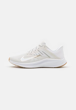 QUEST 3 - Zapatillas de running neutras - platinum tint/metallic gold star/white/light brown