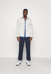 Tommy Jeans - SLIM JASPE V NECK - Jednoduché triko - blue - 1