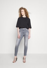 CLOSED - SKINNY PUSHER  HIGH WAIST CROPPED LENGTH - Jeans Skinny Fit - mid grey - 1