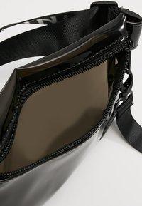 HXTN Supply - PRIME CROSSBODY - Bum bag - optic black - 4
