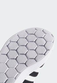 adidas Originals - SUPERSTAR 360 SHOES - Sneakersy niskie - black - 6