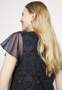 Desigual - NORTE - T-shirts med print - black - 4