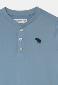 Abercrombie & Fitch - HENLEY - Long sleeved top - light blue - 2