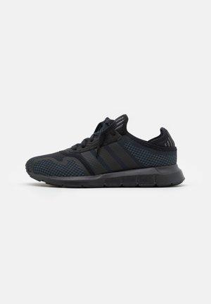 SWIFT RUN  - Sneakersy niskie - core black/grey five