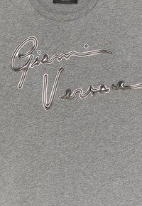 Versace - SHORT SLEEVES PLAIN AIGNATURE - Print T-shirt - greymelange/gunmetal - 2