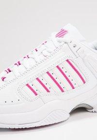K-SWISS - DEFIER RS - Tenisové boty na všechny povrchy - white/very berry - 5