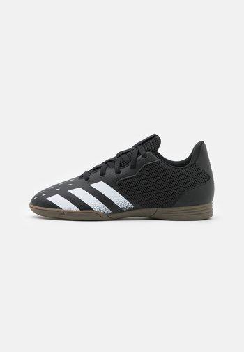 PREDATOR FREAK - Indoor football boots - core black/footwear white
