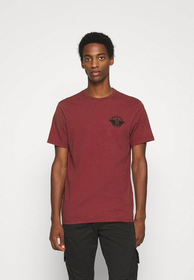 DOCKERS - LOGO TEE - Print T-shirt - warm cinnabar/chestnut red