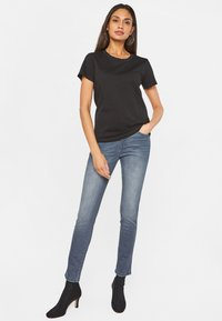 WE Fashion - Basic T-shirt - black - 1
