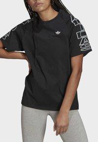 adidas Originals - LOOSE TREFOIL MOMENTS - Print T-shirt - black - 3