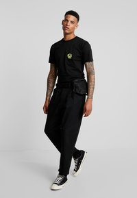 Vans - GREEN LIGHTED - T-Shirt print - black - 1