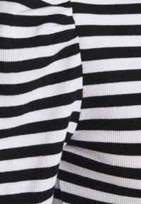 Pieces - PCANNA - Print T-shirt - brigth white/black - 2