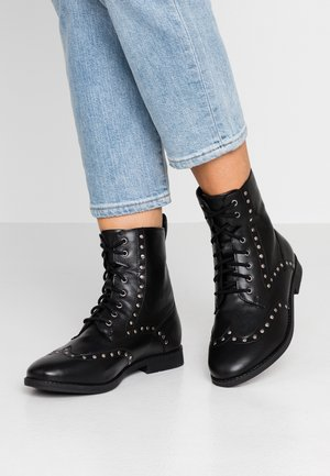 WIDE FIT TANYA STUDDED BOOT - Cowboy/biker ankle boot - black