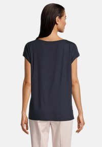 Betty Barclay - MIT PRINT - Blouse - dark blue/rosé - 2