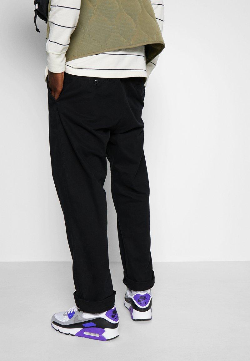Nike Sportswear - AIR MAX 90 - Sneakers - white/particle grey/light smoke grey/black/hyper grape