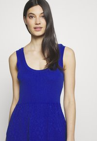 M Missoni - SLEEVES DRESS - Strikkjoler - blue - 3