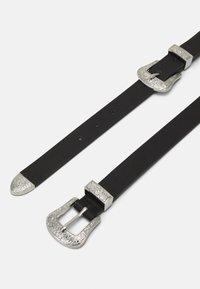 Pieces - PCLARAH WAIST BELT CURVE - Waist belt - black/silver-coloured - 1
