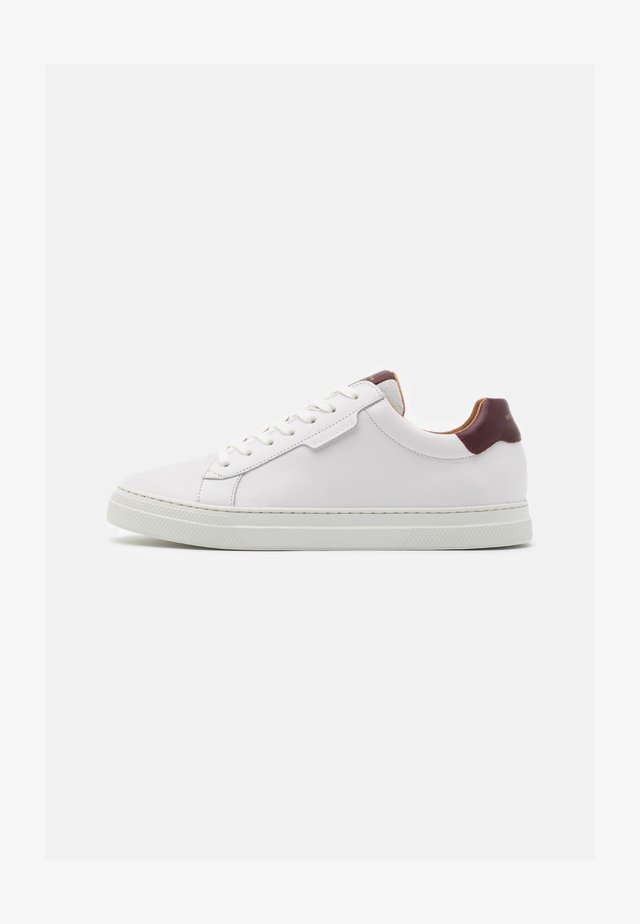 SPARK CLAY - Sneakers basse - white/bordeaux
