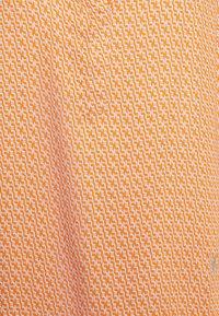Emily van den Bergh - Pusero - sand/orange - 2