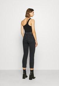 Levi's® - 724 HIRISE STRAIGHT CROP - Straight leg jeans - black denim - 2