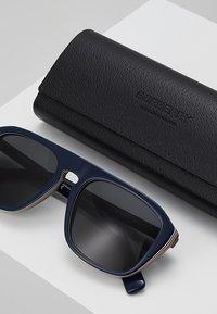 Burberry - Sluneční brýle - blue - 2