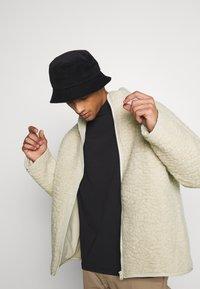 Weekday - CHEN PILE JACKET UNISEX - Winter jacket - beige - 3