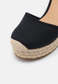 MICHAEL Michael Kors - KENDRICK WEDGE - Platform heels - black - 6