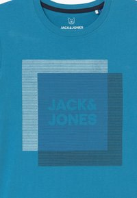 Jack & Jones Junior - JCOCOOL CREW NECK - Print T-shirt - cendre blue - 2