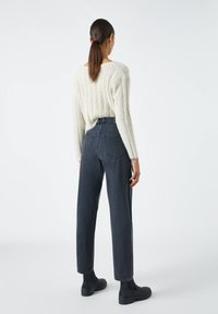 PULL&BEAR - SLOUCHY - Relaxed fit jeans - black - 2