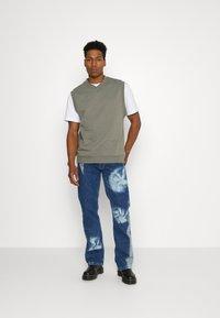 Jaded London - SPIRAL TIE DYE BOOTCUT - Straight leg jeans - blue - 1