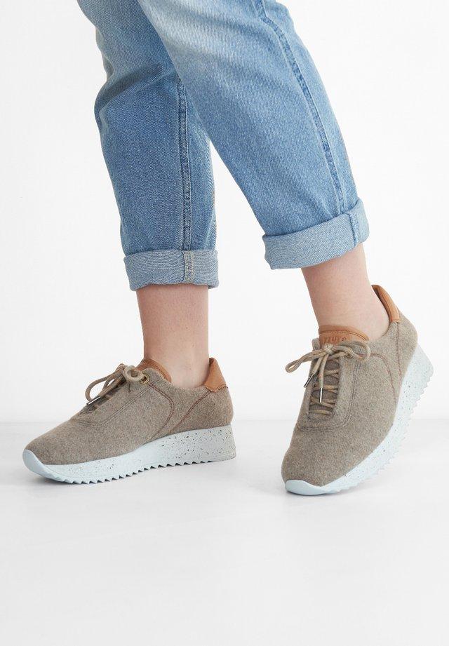 Sneaker low - grau-braun/mittelbraun 027