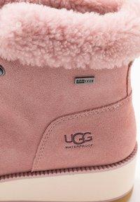 UGG - BIRCH LACE-UP - Vinterstøvler - pink - 2