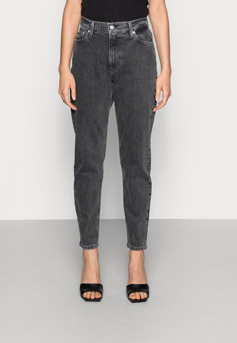 Calvin Klein Jeans - MOM JEAN - Slim fit jeans - grey