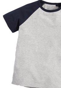 Next - 4 PACK RAGLAN T-SHIRTS - Print T-shirt - grey - 6