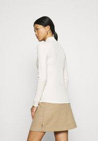 Calvin Klein Jeans - MOCK NECK TEE - Long sleeved top - soft cream - 2