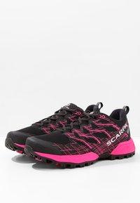 Scarpa - NEUTRON 2  - Scarpe da trail running - black/pink glow - 2