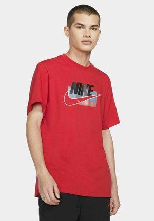 BRANDMARKS - T-shirt med print - university red/black
