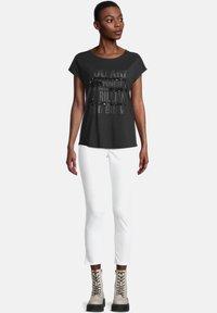 Cartoon - Print T-shirt - schwarz/schwarz - 1