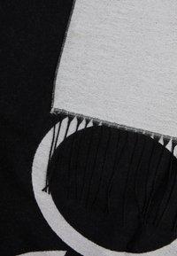 Calvin Klein - SCARF  - Šála - white/black - 3
