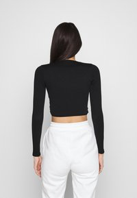 BDG Urban Outfitters - SEAMLESS BALET WRAP - Long sleeved top - black - 2