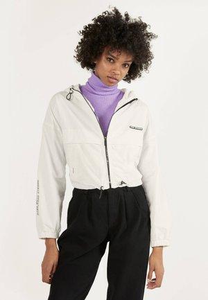 MIT KAPUZE  - Summer jacket - white