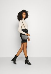 Vero Moda - VMTAVA SKIRT - Mini skirt - black - 1