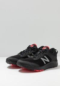 New Balance - FRESH FOAM ARISHI GORE-TEX - Trail running shoes - black - 2