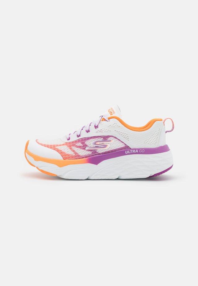 MAX CUSHIONING ELITE EVEN STRIDE - Obuwie do biegania treningowe - white/orange