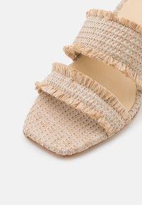 Cult Gaia - FAE  - Pantofle na podpatku - cream - 6