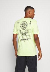 Cotton On - Print T-shirt - fluro green/phaze - 2