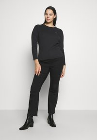 Levi's® Plus - BABY TEE - Long sleeved top - black solid - 1