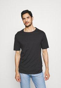Pier One - 2 PACK - Print T-shirt - black/white - 3