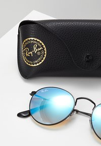 Ray-Ban - ROUND - Sunglasses - mirror/gradient blue - 3