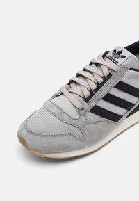 adidas Originals - ZX 500 UNISEX - Trainers - grey/legend ink - 6